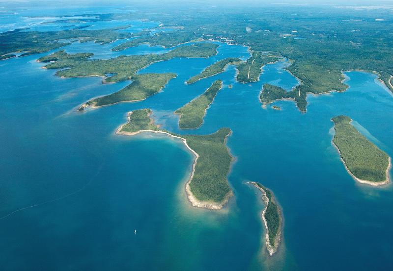 Les Cheneaux island area