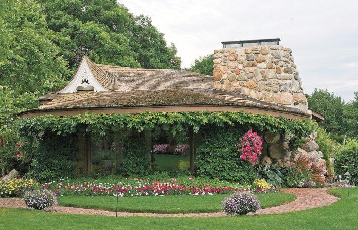 Earl Young Mushroom House